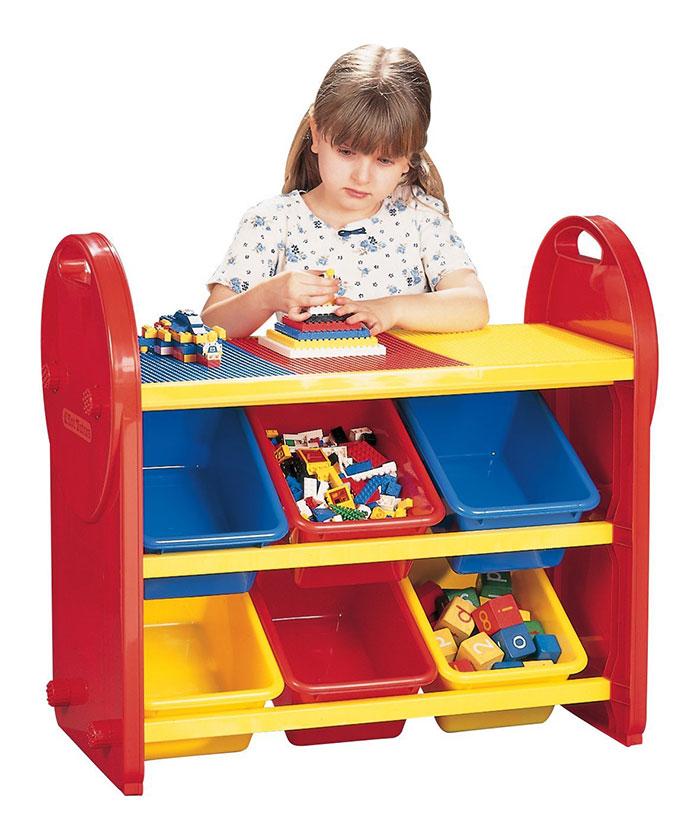 mesa con recoge juguetes