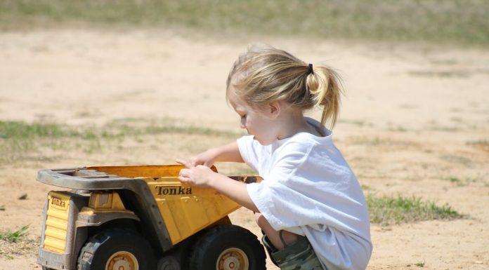 Camiones y volquetes de juguete TONKA Steel