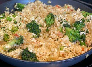 Arroz con brócoli y caldo de verduras